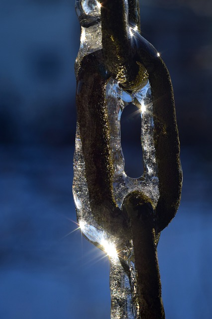 A chain in ice - this isn't what cold chain services are.