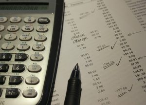 Calculating costs when hiring uncertified moving companies