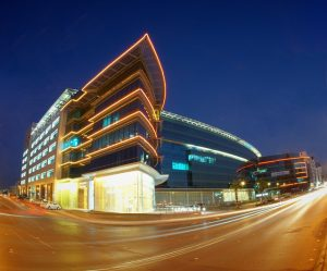 Large glass business building that shows how living in Saudi Arabia as an expat could be great