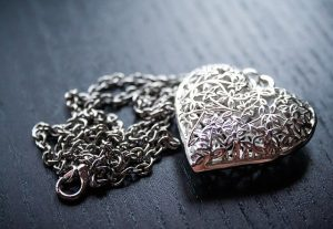 A necklace, removal of valuable items from your car is important and this is one of facts to know about shipping your car