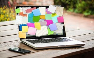 Post-its on a laptop with a bunch of last-minute packing tips