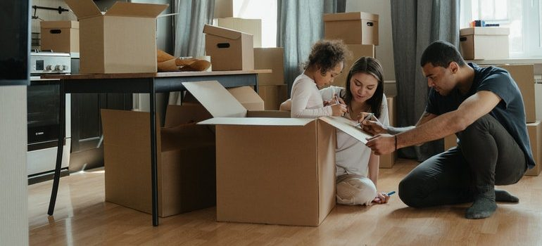 Family packing for a move without hiring packaging companies in Saudi Arabia