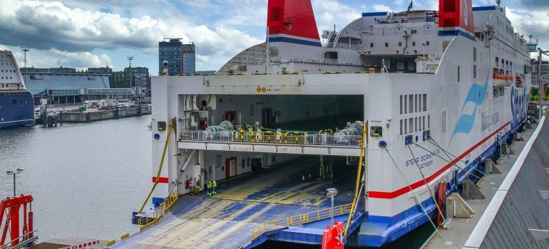 A ferry - RORO shipping vs container shipping