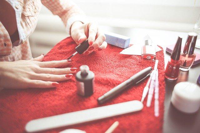 Polishing nails