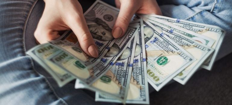 Money managing is one of the best paid jobs for expats in Saudi Arabia