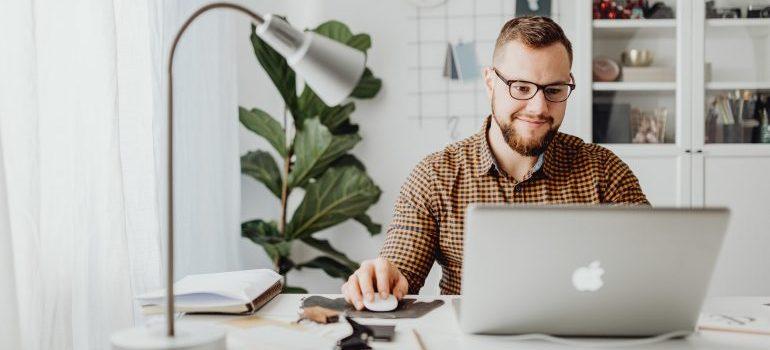 Men on laptop