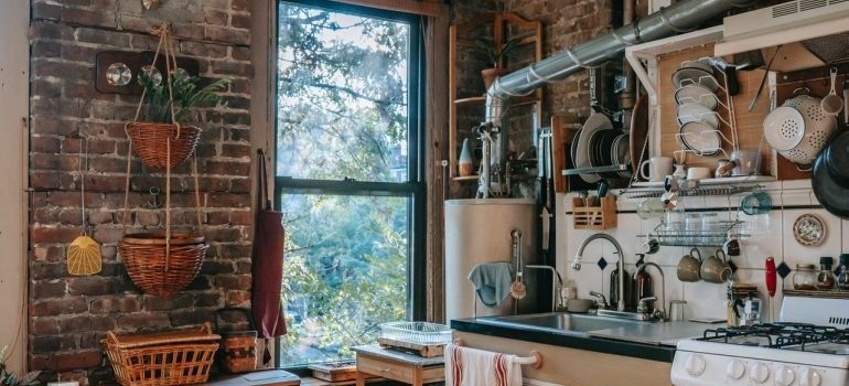 Room-by-room packing advice should be really taken into consideration when packing up the kitchen