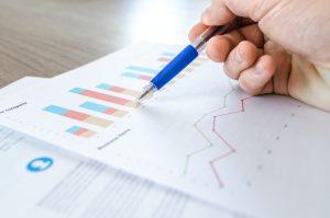 Man analyze statistics