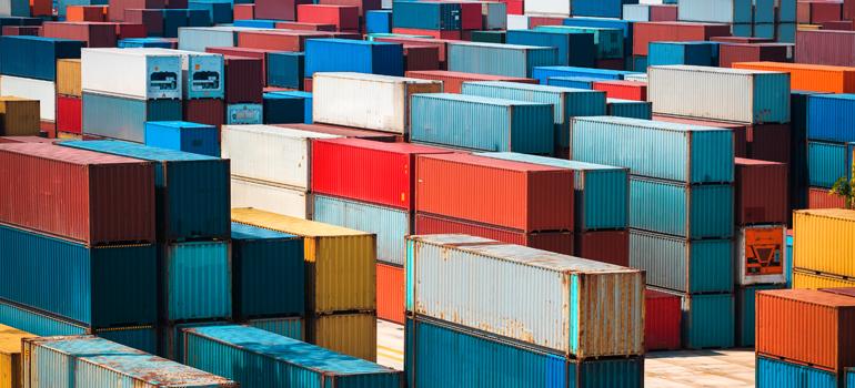 ما هي أسباب ارتفاع تكلفة الشحن البحري عالميًا؟ وهل تستمر في الارتفاع؟