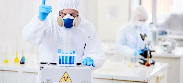 مخاطر نقل المواد الكيميائية وأفضل الممارسات التي يجب اتباعها