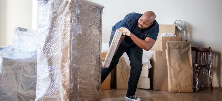 7 أدوات أساسية تحتاجها أثناء نقل الأثاث الكبير أو الثقيل